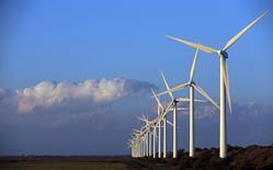 TenneT, l'opérateur de réseaux électriques aux Pays-Bas et en Allemagne controlé par l'Etat néerlandais, a publié vendredi des résultats en nette amélioration pour l'année 2014 et annoncé son intention d'investir 20 milliards d'euros pour construire de nouvelles infrastructures sur les dix ans à venir. /Photo d'archives/REUTERS/Jean-Paul Pélissier