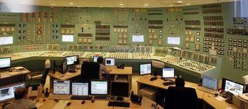 Центр управления четвертого реактора АЭС Пакш. 21 марта 2011 года. Венгрия надеется вскоре завершить переговоры с Евросоюзом о поставках топлива для атомной электростанции Пакш, сообщило правительство в пятницу, добавив, что опасения ЕС не остановят запланированное развитие этого объекта. REUTERS/Laszlo Balogh