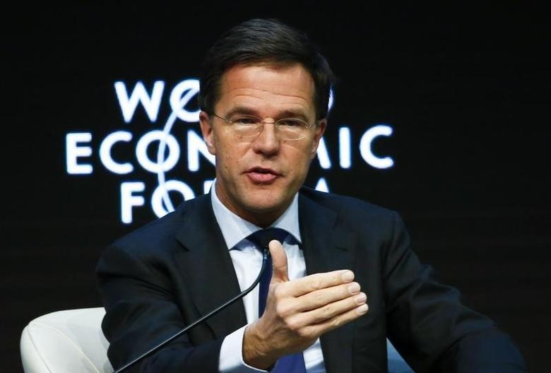 Netherlands' Prime Minister Mark Rutte gestures during the Europe's Twin Challenges: Growth and Stability event in the Swiss mountain resort of Davos January 22, 2015.    REUTERS/Ruben Sprich