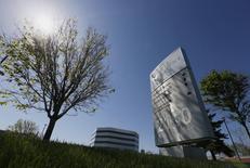 Le canadien Valeant Pharmaceuticals a relevé son offre d'achat sur Salix Pharmaceuticals pour la porter à 173 dollars par action. L'offre amicale, acceptée par Salix, valorise l'entreprise à environ 15,8 milliards de dollars. /Photo d'archives/REUTERS/Christinne Muschi