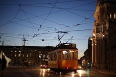 A Lisbonne. Le Portugal a remboursé au Fonds monétaire international 6,6 milliards d'euros, soit 22% des fonds d'urgence débloqués par l'institution, en plusieurs versements au cours de la semaine écoulée. /Photo prise le 23 octobre 2014/REUTERS/Rafael Marchante