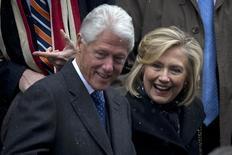 """Une organisation politique militant pour une candidature de la démocrate Hillary Clinton à la Maison blanche a lancé une campagne d'un genre nouveau: rassembler les gens autour de l'idée de faire de son mari la prochaine """"First Lady"""", ou première dame, des Etats-Unis. /Photo prise le 7 janvier 2015/REUTERS/Carlo Allegri"""