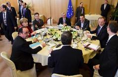 Лидеры стран Евросоюза на встрече в рамках саммита ЕС в Брюсселе 19 марта 2015 года. Лидеры стран Евросоюза решили оставить в силе антироссийские санкции до того момента, пока минские мирные соглашения не будут выполнены в полном объеме, при необходимости - до конца года. REUTERS/Emmanuel Dunand/Pool