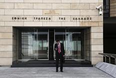 La Banque nationale de Grèce (NBG), première banque du pays, fait état d'une perte de plus d'un milliard d'euros au quatrième trimestre 2014 en raison notamment d'une hausse des provisions pour créances douteuses de sa filiale turque Finansbank. /Photo d'archives/REUTERS/Alkis Konstantinidis