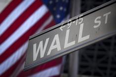 La Bourse de New York a ouvert mardi sur une note stable après des chiffres de l'inflation tièdement accueillis et dans l'attente d'un indice manufacturier. A l'ouverture, le Dow Jones perdait 0,07% le S&P-500 reculait de 0,09% et le Nasdaq Composite cédait 0,05%. /Photo d'archives/REUTERS/Carlo Allegri