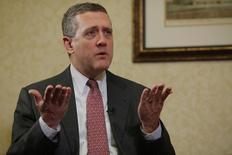 Президент ФРБ Сент-Луиса Джеймс Буллард дает интервью Рейтер в Бостоне. 2 августа 2013 года. Нулевая ключевая ставка в США больше неуместна, а повышение ставки летом все еще позволит политике остаться поддерживающей, сказал во вторник представитель ФРС США Джеймс Буллард. REUTERS/Brian Snyder