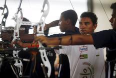 Kambeba Indian Dream Braga, 18, shoots during an archery match at Brazilian Archery Confederation in Marica, near Rio de Janeiro March 21, 2015. REUTERS/Ricardo Moraes