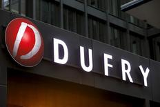 Logo da Dufry visto na sede, na Suíça. 30/03/2015 REUTERS/Arnd Wiegmann