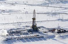 Буровая установка на Ванкорском месторождении в Красноярском крае. 25 марта 2015 года. Нефть продолжила снижение во вторник, так как Иран и шесть мировых держав нарастили темпы переговоров, стремясь достичь предварительного соглашения, которое может привести к смягчению санкций и выпустить больше иранской нефти на рынки. REUTERS/Sergei Karpukhin