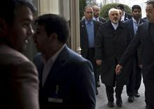 Iranian Foreign Minister Mohammad Javad Zarif (3rd R) arrives at the Beau Rivage Palace Hotel during an extended round of talks on Iran's nuclear programme, April 2, 2015, in Lausanne. REUTERS/Brendan Smialowski/Pool