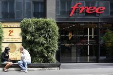 Free Mobile a respecté son obligation d'atteindre par son réseau 3G une couverture d'au moins 75% de la population française métropolitaine le 12 janvier 2015. /Photo prisele 1er septembre 2014/REUTERS/Charles Platiau