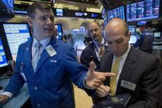 Les résultats trimestriels qui approchent pourraient montrer que les analystes de Wall Street ont sous-estimé l'impact du dollar sur les bilans des entreprises américaines. /Photo prise le 16 octobre 2014/REUTERS/Brendan McDermid