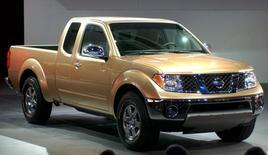 Pick-up Nissan Frontier. Daimler et Renault-Nissan ont annoncé mardi l'extension de leur coopération au segment des pick-ups de taille moyenne, afin de pouvoir continuer de multiplier les silhouettes à partir d'une même architecture. /Photo d'archives/REUTERS