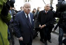 Suspended Senator Mike Duffy (L) arrives at the Ontario Court of Justice, in Ottawa, April 7, 2015. REUTERS/Blair Gable