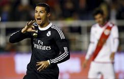Cristiano Ronaldo, do Real Madrid, comemora gol contra o Rayo Vallecano, pelo Campeonato Espanhol, em Madri, nesta quarta-feira. 08/04/2015 REUTERS/Sergio Perez