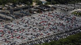 Veículos novos da Ford em pátio na fábrica da empresa, em São Bernardo do Campo. 12/05/2015 REUTERS/Paulo Whitaker