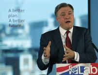 Le Parti travailliste britannique estime que la lutte contre l'évasion fiscale qu'il entend mener s'il arrive au pouvoir à l'issue des élections du 7 mai devrait rapporter 7,5 milliards de livres (10,3 milliards d'euros) par an. L'homme chargé de la tâche serait Ed Balls (photo), Chancelier de l'échiquier en cas de victoire du Labour.. /Photo prise le 6 avril 2015/REUTERS/Andrew Yates