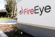 El logo de FireEye visto afuera de las oficinas de la compañía en Milpitas, California. Imagen de archivo, 29 diciembre, 2014. Hackers provenientes muy probablemente de China han estado espiando a gobiernos y empresas del sureste asiático e India de forma ininterrumpida durante una década, dijeron investigadores de la empresa de seguridad en Internet, FireEye Inc. REUTERS/Beck Diefenbach