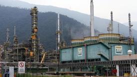 Vista geral da refinaria da Petrobras em Cubatão, na Baixada Santista, em fevereiro. 25/02/2015 REUTERS/Paulo Whitaker
