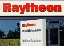 Le groupe américain de défense Raytheon a annoncé le rachat du spécialiste de la sécurité des réseaux Websense au fonds de capital-investissement Vista Equity Partners pour 1,9 milliard de dollars (1,75 milliard d'euros), dette comprise. Basé à Austin (Texas), Websense est spécialisé dans la protection des entreprises contre les cyberattaques et le vol de données informatiques et revendique plus de 11.000 entreprises clientes. /Photo d'archives/REUTERS/Mike Blake
