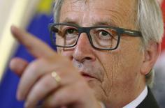 Le président de la Commission européenne, Jean-Claude Juncker, a exhorté mardi la Grèce à redoubler d'efforts pour s'entendre avec ses bailleurs de fonds internationaux, estimant que les discussions entre les deux parties n'en sont pas arrivées à un stade où elles puissent déboucher rapidement sur une issue heureuse. /Photo prise le 21 avril 2015/REUTERS/Heinz-Peter Bader