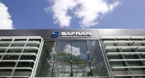 Safran a réalisé un chiffre d'affaires de 3,935 milliards d'euros au premier trimestre, légèrement au-dessus des attentes, soit une hausse de 14,3%, donnant une croissance organique de 2,4% après impact des effets de change. /Photo d'archives/REUTERS/Gonzalo Fuentes