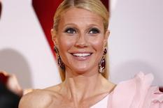 """La actriz Gwyneth Paltrow a su llegada a la entrega de los premios Oscar en Hollywood, feb 22 2015. Un año después de que Gwyneth Paltrow y Chris Martin anunciaron que se separaban """"conscientemente"""", la actriz ganadora de un Oscar presentó los papeles del divorcio en un tribunal de Los Angeles.    REUTERS/Lucas Jackson"""