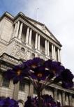 La sede del Banco de Inglaterra en Londres, mar 26 2015. Los funcionarios del Banco de Inglaterra son ahora más optimistas sobre las perspectivas de la zona euro y ven una mayor probabilidad de que la inflación se recupere con fuerza el próximo año, revelaron el miércoles las minutas de su reunión de política monetaria de abril. REUTERS/Suzanne Plunkett