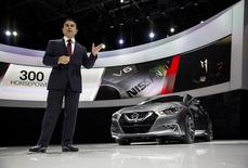 Carlos Ghosn, President and CEO of Nissan, unveils the new Nissan Maxima at the 2015 New York International Auto Show in New York City, April 2, 2015. REUTERS/Eric Thayer