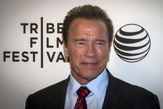 """Ator Arnold Schwarzenegger chega à pré-estreia do seu filme """"Maggie"""" no Festival de Cinema de Tribeca, em Nova York, na quarta-feira. 22/04/2015 REUTERS/Brendan McDermid"""