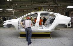 Usine d'assemblage de Volvo à Chengdu, dans le sud de la Chine. Volvo Cars, le constructeur suédois contrôlé par le chinois Zhejiang Geely, va produire dans son usine belge un petit modèle utilisant une plate-forme et un moteur développés en commun avec sa maison mère, /Photo d'archives/REUTERS/Jason Lee
