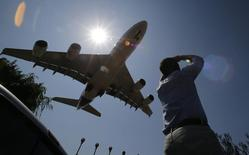 An A380 Airbus prepares to land during the International Air and Space Fair (FIDAE) at the international airport of Santiago March 26, 2014. REUTERS/Ivan Alvarado