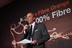 Le PDG d'Orange Stéphane Richard, partisan d'une consolidation du secteur, estime que la guerre des prix entre opérateurs de téléphonie mobile en France, déclenchée en 2012 par l'arrivée d'Iliad sur le marché, est terminée. /Photo prise le 15 avril 2015/REUTERS/Benoit Tessier - RTR4XEOH