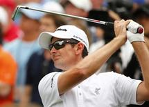 Justin Rose of Britain hits off the sixth tee during final round play of the Masters golf tournament at the Augusta National Golf Course in Augusta, Georgia April 12, 2015.   REUTERS/Mark Blinch