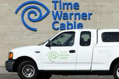 Le titre Time Warner Cable figure au rang des valeurs à suivre ce lundi sur les marchés américains, alors que Charter Communications aurait ouvert des discussions avec le câblo-opérateur en vue de le racheter, une opération envisagée avant même l'annonce de l'abandon par Comcast d'un projet de fusion. /Photo d'archives/REUTERS/Mike Blake