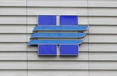 Логотип Новатэка на офисе продаж компании в Москве 16 сентября 2012 года. Вторая по объемам производства газовая компания РФ Новатэк сообщила во вторник, что продлила контракт с Мосэнерго на четыре года до 31 декабря 2019 года. REUTERS/Maxim Shemetov