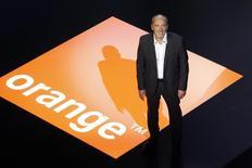 Orange a essuyé un recul de son chiffre d'affaires et de sa rentabilité au premier trimestre, l'amélioration de ses performances commerciales en Europe et la poursuite des réductions des coûts n'ayant pas permis de compenser l'impact persistant de la baisse des prix. /Photo d'archives/REUTERS/Charles Platiau