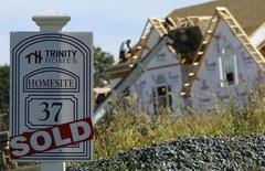 En la imagen, un proyecto de casas residenciales en Glenelg, Maryland. 25 de septiembre, 2013. Los precios de las viviendas unifamiliares de Estados Unidos subieron en febrero respecto del mismo mes del 2014, impulsados por fuertes alzas en la región oeste del país, mostró el martes un sondeo que los mercados siguen de cerca. REUTERS/Gary Cameron