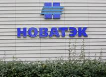 Офис Новатэка в Москве. 16 сентября 2012 года. Крупнейший частный производитель газа в РФ Новатэк увеличил чистую прибыль в первом квартале 2015 года до 31,075 миллиарда рублей после 25,155 миллиарда в первом квартале 2014 года, сообщила компания в отчете во вторник. REUTERS/Maxim Shemetov