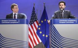 European Union chief negotiator Ignacio Garcia Bercero and U.S. chief negotiator Dan Mullaney (L) address a joint news conference after the fourth round of EU-US trade negotiations for the Transatlantic Trade and Investment Partnership (TTIP) in Brussels March 14, 2014.  REUTERS/Francois Lenoir