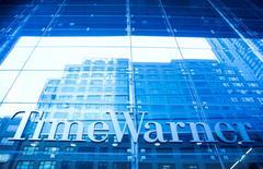 Time Warner a fait état mercredi de résultats trimestriels supérieurs aux attentes, le géant des médias américain ayant notamment bénéficié de tarifs d'abonnement plus élevés à ses réseaux Turner Broadcasting et Home Box Office (HBO). Le chiffre d'affaires est passé de 6,80 milliards de dollars il y a un an à 7,13 milliards sur les trois premiers mois de l'année. /Photo d'archives/REUTERS/Eric Thayer