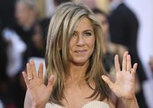 Atriz Jennifer Aniston chega para cerimônia do Oscar em Hollywood. 22/02/2015.   REUTERS/Robert Galbraith