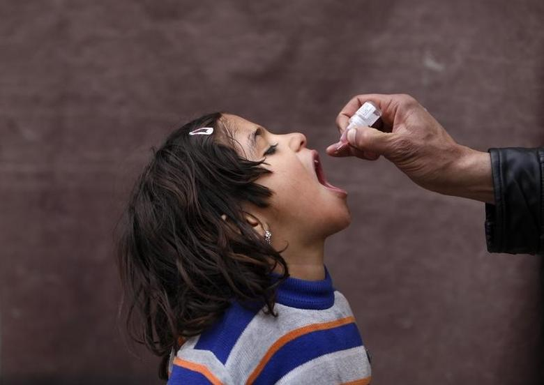 An Afghan child receives polio vaccination drops during an anti-polio campaign in Kabul March 24, 2014. REUTERS/Mohammad Ismail
