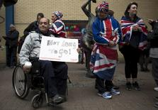 Fans of Britain's Royal family stand outside the entrance to the Lindo wing of St Mary's Hospital in central London May 2, 2015. REUTERS/Neil Hall