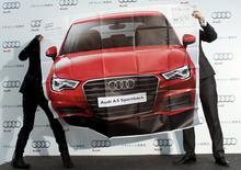 Audi a publié lundi un résultat opérationnel en hausse au titre du premier trimestre, des ventes record ayant permis de compenser les coûts de l'expansion à l'international. /PHoto prise le 16 avril 2015/REUTERS/Thomas Peter