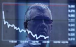 An office worker is reflected in the window of the Australian Securities Exchange building displaying the ASX50 curve for Wednesday in central Sydney August 7, 2013. REUTERS/Daniel Munoz