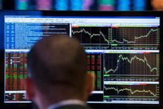 Трейдер на Нью-йоркской бирже 13 марта 2014 года.  REUTERS/Lucas Jackson