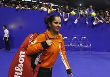 Micromax Indian Aces' Sania Mirza of India arrives on court for her warm-up at the International Premier Tennis League (IPTL) in Singapore, December 3, 2014. REUTERS/Edgar Su