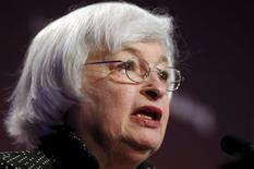 Председатель ФРС США Джанет Йеллен на конференции в Вашингтоне. 6 мая 2015 года. Председатель ФРС Джанет Йеллен предупредила об опасности высоких котировок акций, но заверила, что риски для стабильности финансовой системы США остаются под контролем. REUTERS/Kevin Lamarque