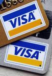Visa a entamé des discussions préliminaires en vue de racheter son ancienne filiale Visa Europe dans le cadre d'une transaction pouvant représenter jusqu'à 20 milliards de dollars (17,8 milliards d'euros), selon l'agence Bloomberg, citant des sources proches du dossier. /Photo d'archives/REUTERS/Chip East
